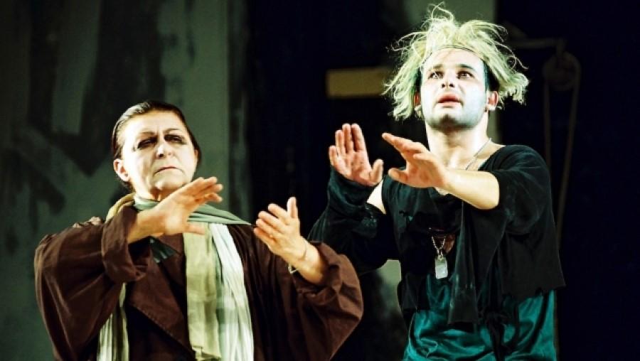 Hamlet Vlad Mugur rendezésében (fotó: Színház Tele Vízióval)