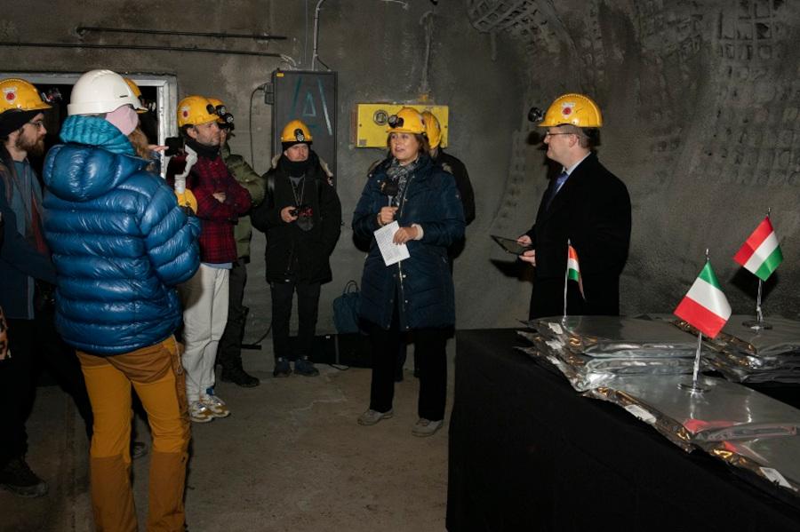 Sándorfi Eszter, Magyaroszág norvégiai nagykövete köszöntőt mond az AWA betárolási ceremónián