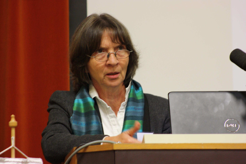 Aleida Assmann, a téma másik nemzetközi szaktekintélye