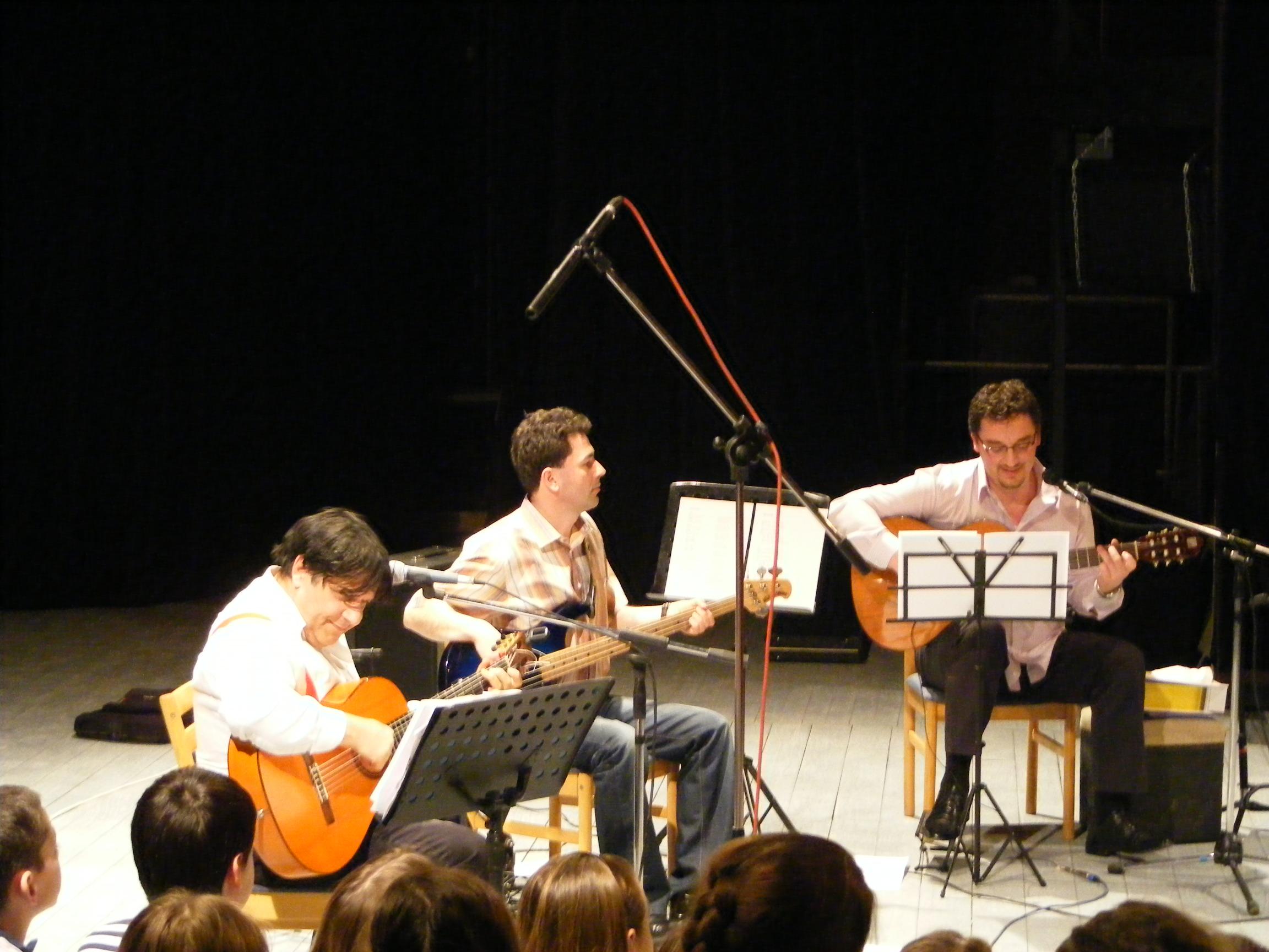 Gerendás Péter, Rózsa Sándor és Papp-Für János a színpadon