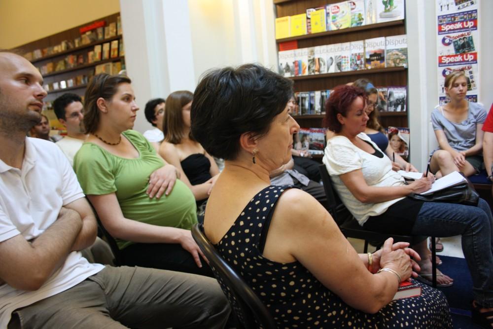 A debreceni Líra Könyvesbolt közönsége a könyvheti programon