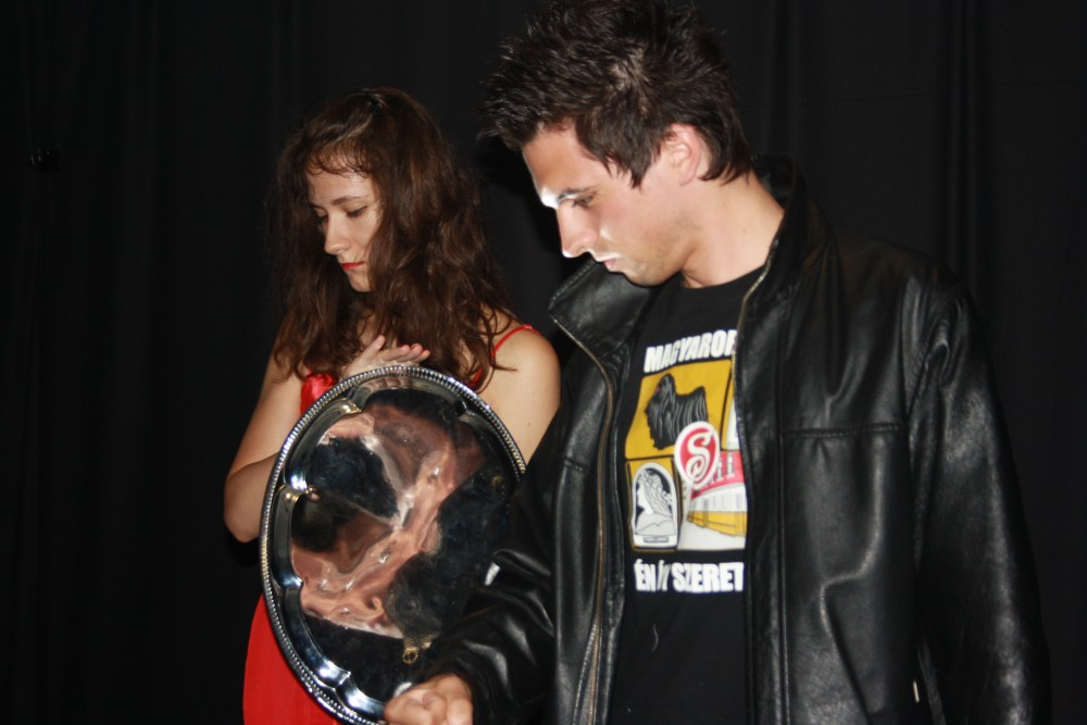 Fábián Dominika Anna és Gégény Levente a DEIK performanszában