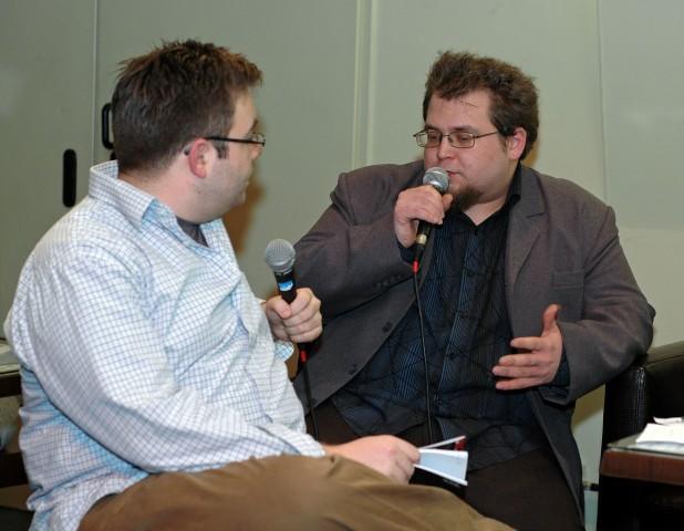 Bal oldalon a moderátor, Szegő János, jobbra a szerző, Nemes Z. Márió