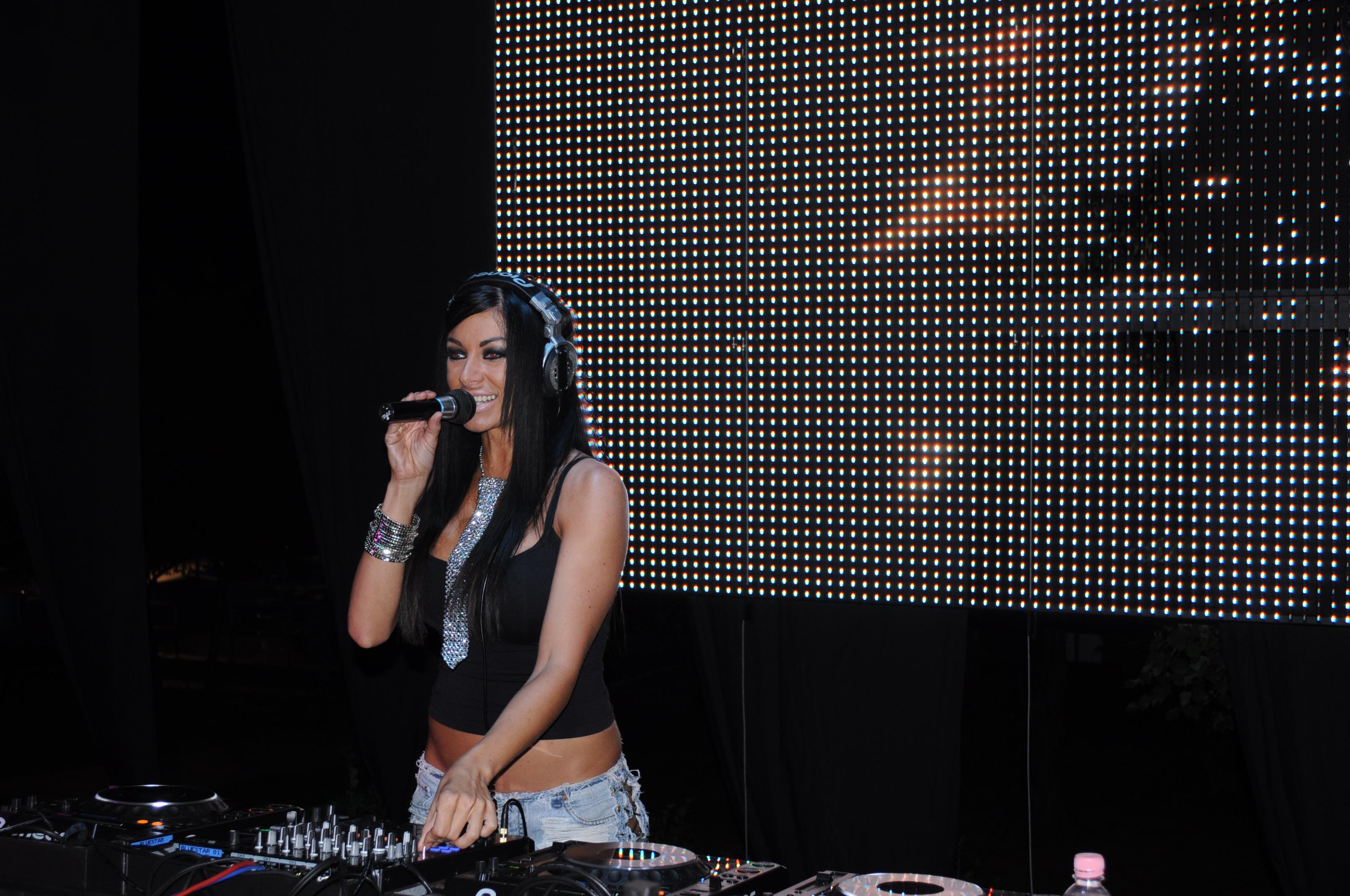 DJ Flower - Voksán Virág