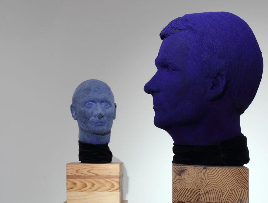 Kontra Ágnes: Kék fejek, installáció (részlet)
