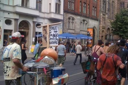 Tüntetés a Tacheles bezárása ellen